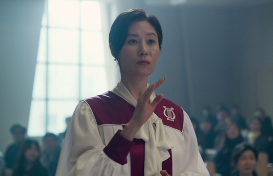 Actor Moon So-ri as Mi-yeon, the most well-to-do out of the three sisters. She is passionate about her religion and takes full responsibility as the head conductor of the church choir. [LITTLE BIG PICTURES]