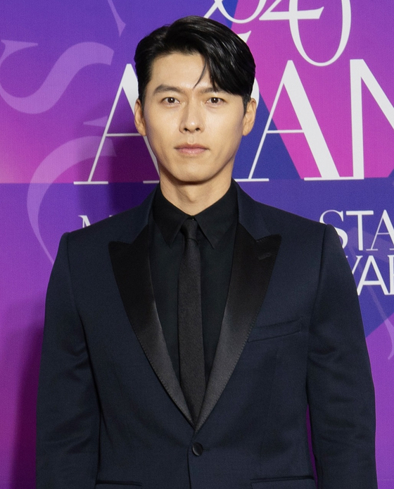Actor Hyun Bin poses on the red carpet of the 2020 APAN Star Awards held at the Kyunghee University campus in central Seoul on Saturday afternoon.