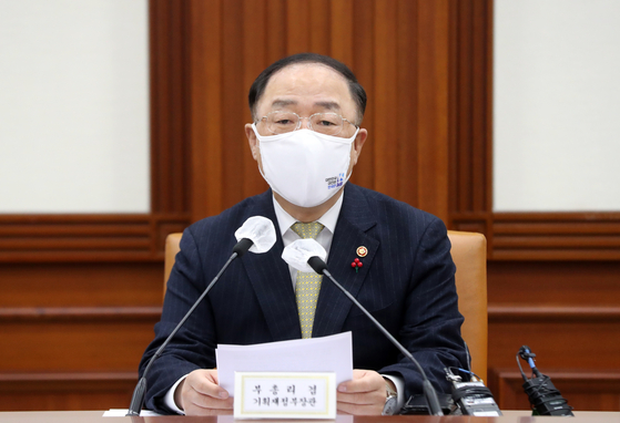 Finance Minister Hong Nam-ki speaks at a meeting to discuss measures for economic recovery from the Covid-19 pandemic at the government complex in central Seoul last Thursday. [YONHAP]