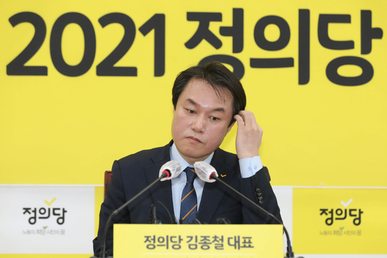 In this file photo, Justice Party Chairman Kim Jong-cheol prepares for the New Year's press conference at the National Assembly on Jan. 20, 2021.  [YONHAP]