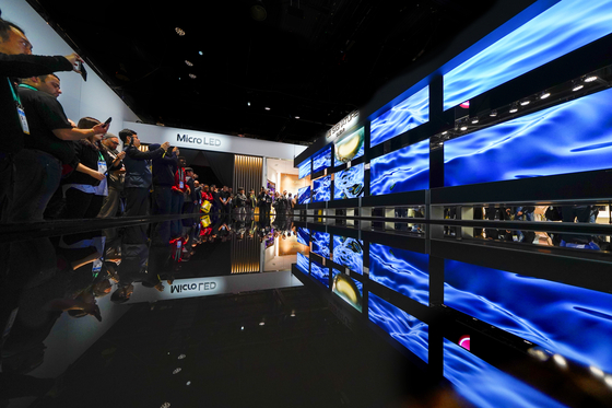 CES attendees flock to see LG Electronics' rollable OLED TV, during CES 2020 in Las Vegas. [AP]