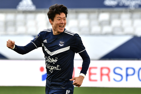 Hwang Ui-Jo of Bordeaux FC celebrates his goal during the French Ligue 1 match against Angers on Sunday at the Nouveau Stade de Bordeaux in Bordeaux, France. [AFP/YONHAP]