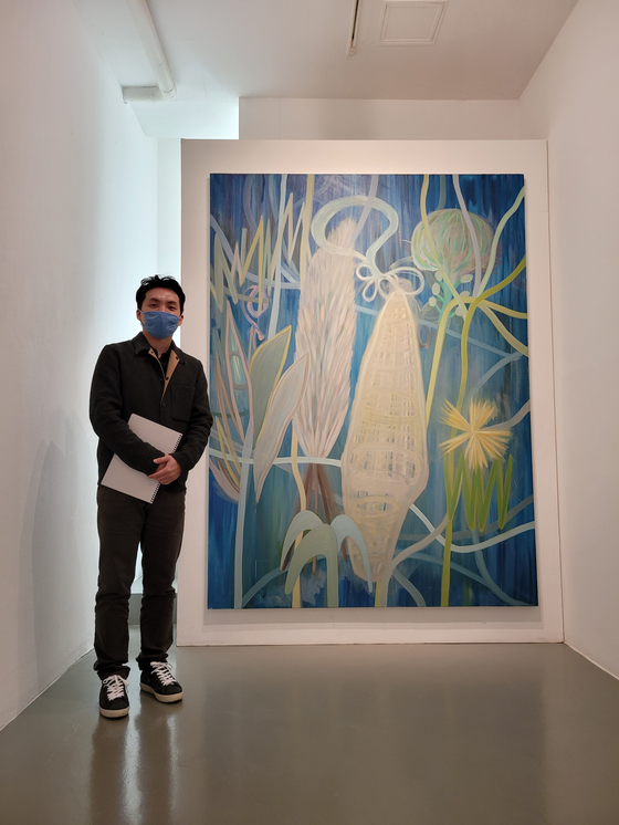 Artist Park Jin-hee poses with his painting ″Marsh Garden″ which is part of the ″On-Tact″ show at K.O.N.G Gallery in central Seoul. [MOON SO-YOUNG]