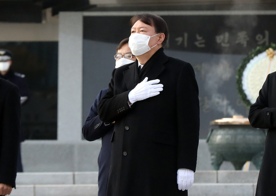 Prosecutor General Yoon Seok-youl salutes the national flag during his visit to the National Cemetery in Seoul on Jan. 4. [NEWS1]