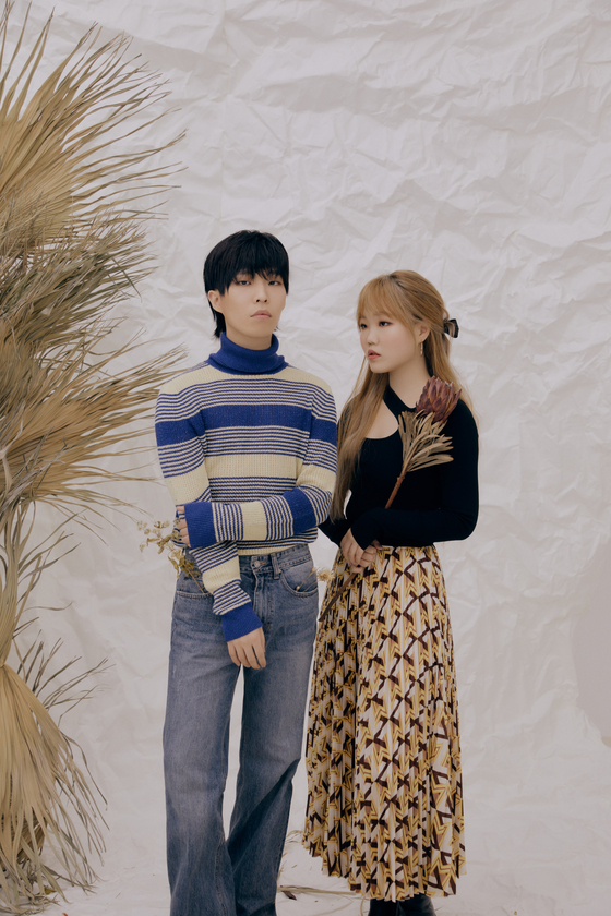 Sibling duo AKMU, comprised of brother Lee Chan-hyuk, left, and Lee So-hyun. [YG ENTERTAINMENT]