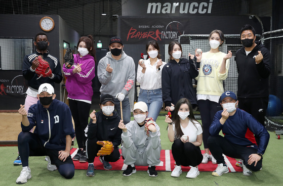 Female celebrities pose for a photo on Tuesday at the Player Factory baseball practice hall in Seongdong District, eastern Seoul. [NEWS1]