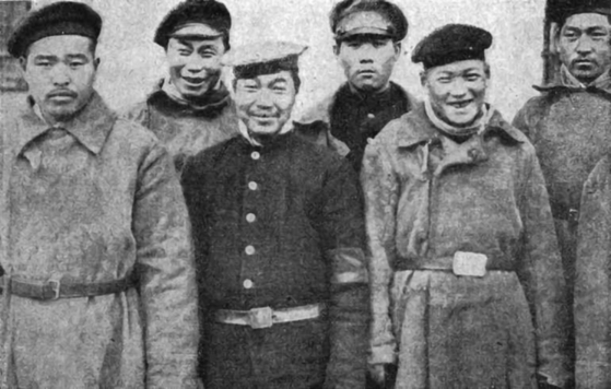 Soldații armatei ruse țariste au fost capturați de forțele austro-ungare în timpul primului război mondial.  Unii dintre ei se spunea că sunt de origine coreeană. [HUNGARIAN EMBASSY]