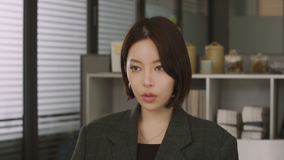 Actor Lee Seo-yoon as Joo-hee, an overseas adoptee from France who's visiting Korea for a few days to search for her birthmother. [CINEMADAL]
