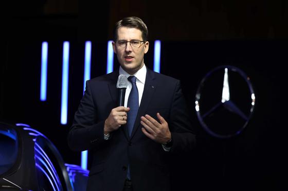 Thomas Klein, new president and CEO of Mercedes-Benz Korea, introduces the carmaker's plan for 2021. [MERCEDES-BENZ KOREA]