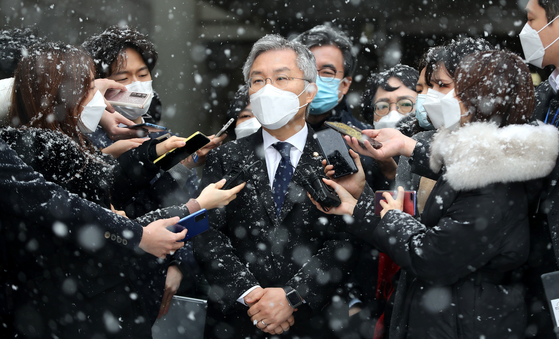 Rep. Choe Kang-wook, chairman of the Openminjoo Party, center, leaves the Seoul Central District Court on Thursday after the court convicted him of issuing false internship certificates to help former Justice Minister Cho Kuk's son apply to graduate schools. [NEWS1]