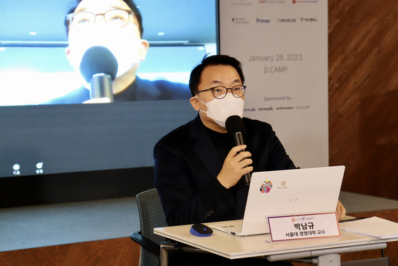Prof. Park Nam-gyoo of business at Seoul National University announces study results on Thursday, at D.Camp in Gangnam, southern Seoul. [D.CAMP]