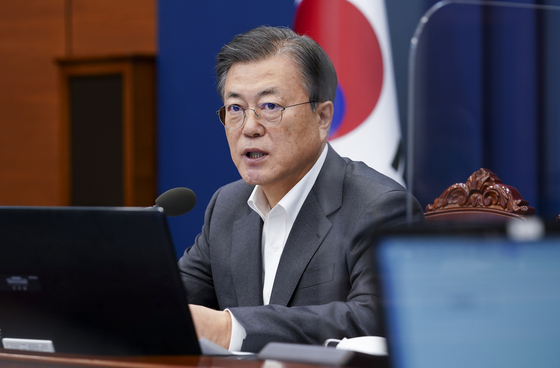 President Moon Jae-in in a Blue House meeting on Monday responds to allegations raised by the opposition that he proposed to build a nuclear power plant for North Korea in his 2018 summit with Kim Jong-un. [YONHAP]