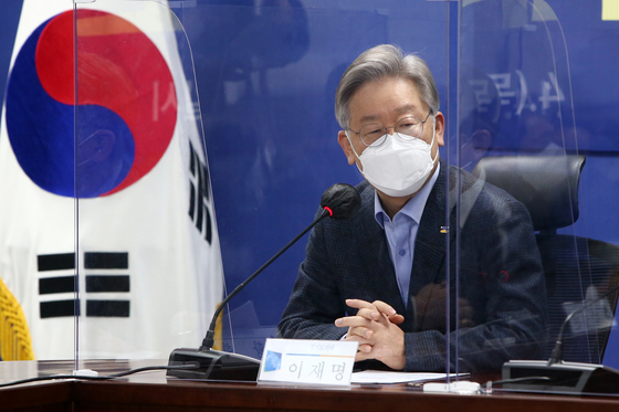 Gyeonggi Gov. Lee Jae-myung during a party meeting last month. [YONHAP]