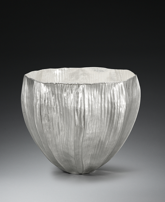"""""""Icicle Flower"""" by artist and silversmith William Lee now on view at Huue Craft Seoul gallery in the Shilla Hotel, central Seoul. [WILLIAM LEE]"""