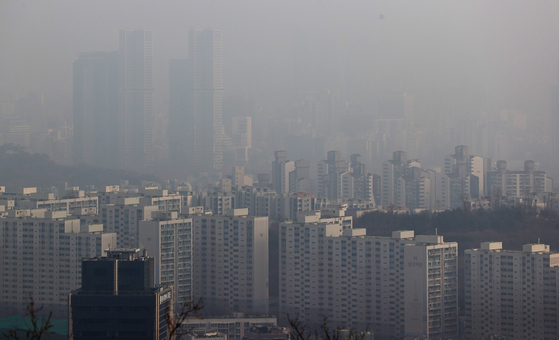 View of apartments in Seoul seen from Mount Namsan on Feb. 1. [YONHAP]