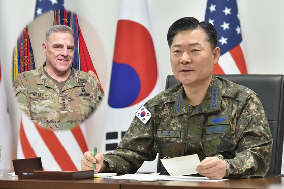Gen. Won In-choul, right, chairman of South Korea's Joint Chiefs of Staff, held talks over the phone on the transfer of wartime operational control with his U.S. counterpart, Gen. Mark Milley, on Tuesday. [JOINT CHIEFS OF STAFF]