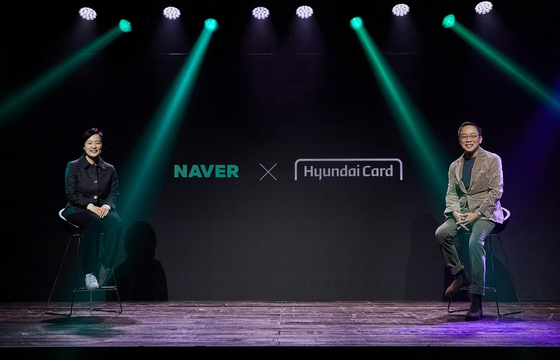 Naver CEO Han Seong-sook, left, and Hyundai Card Vice Chairman and CEO Ted Chung pose for a photo during a ceremony held Monday at Hyundai Card Understage in Yongsan District, central Seoul, to join forces in launching a private label credit card. According to Hyundai Card Wednesday Hyundai Card plans to unveil a Naver-branded card specializing in Naver Plus Membership, a subscription-based e-commerce service by the tech giant. Under branded card partnership, a credit card issuer and a brand work together on the entire process of credit card development, from planning to branding, operation and marketing. [HYUNDAI CARD]