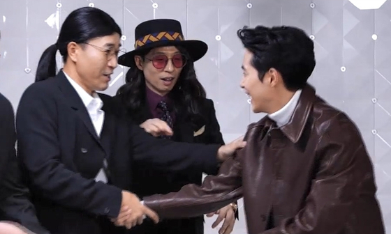 "Comedians Kim Jong-min and Yoo Jae-suk argue over whose team Jo Byung-gyu will be on during the TV show ""Hangout with Yoo."" [MBC]"