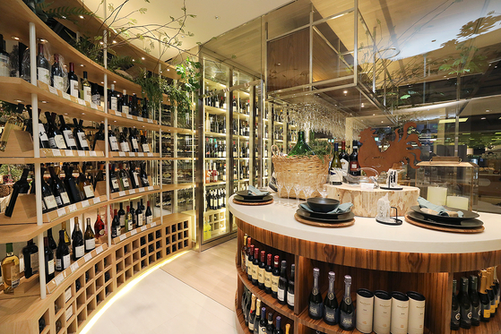 Hyundai Department Store's main branch in Apgujeong, southern Seoul, has a wine shop that also offers a space to sip on your purchases. [HYUNDAI DEPARTMENT STORE]