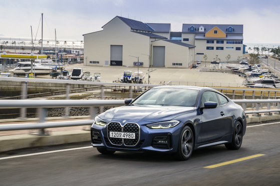 BMW's second generation 4 Series coupe on the road. [BMW KOREA]