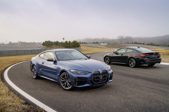 BMW' second generation 4 Series coupes on road. [BMW KOREA]