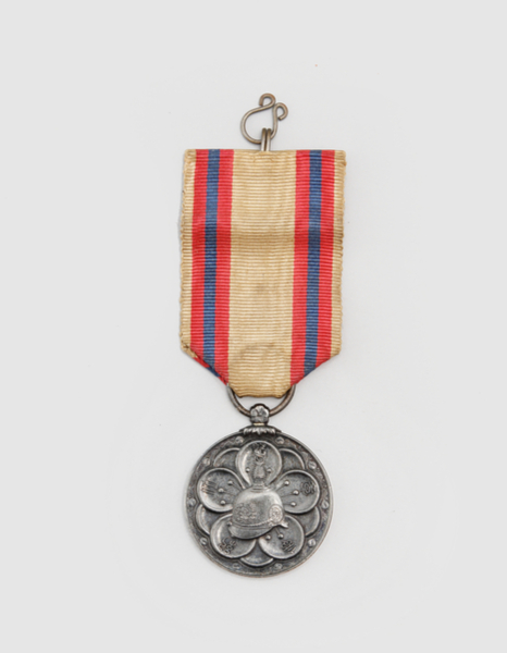 Emperor Sunjong's medal that was produced in 1907 to commemorate his ascension to the throne. [NATIONAL PALACE MUSEUM OF KOREA]