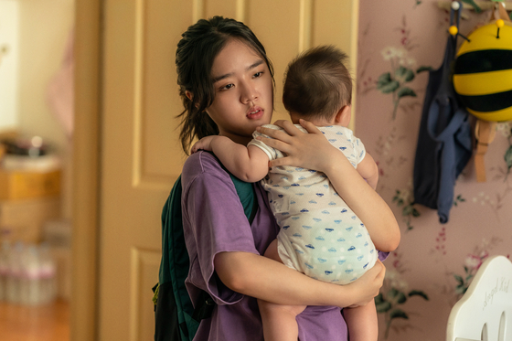 "Actor Kim Hyang-gi portrays Ah-young, an orphan who lands a part-time job babysitting Young-chae's baby in the upcoming film ""I,"" slated to premiere on Wednesday. [LOTTE ENTERTAINMENT]"