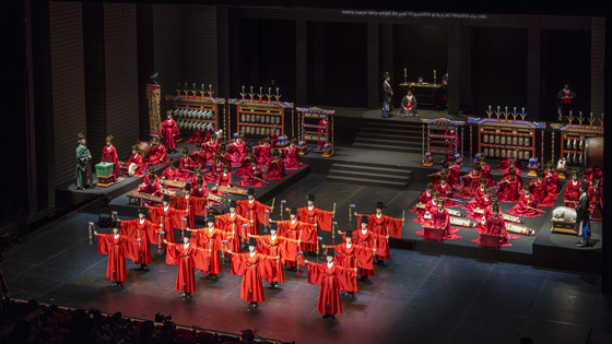 The performance of the Jongmyo Royal Ancestral Ritual, which was screened at the National Theatre of Chaillot in Paris to celebrate the 130th anniversary of diplomatic ties between France and Korea in 2015, will be available online on Feb. 14 for the first time since its first screening. [NATIONAL GUGAK CENTER]