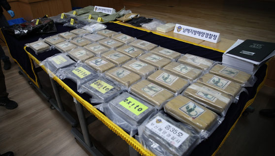 Cocaine confiscated by the marine police in Korea from a ship that arrived at a port in Busan last month from Colombia. [YONHAP]