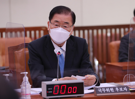 Chung Eui-yong, the Korean foreign minister nominee, answers questions at a parliamentary confirmation hearing at the National Assembly in Yeouido, western Seoul, Friday. [NEWS1]
