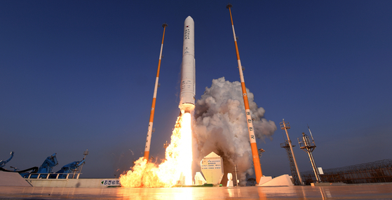 Korea Space Launch Vehicle (KSLV)-II, also known as Nuri, is test-launched on Nov. 28, 2011. [YONHAP]