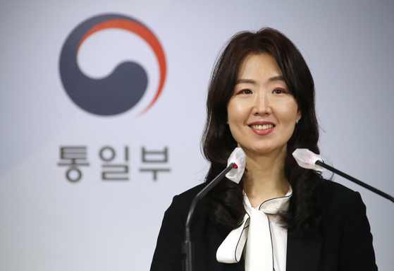 Lee Jong-joo, the first female spokesman of the Unification Ministry, speaks during a press conference at the government complex in central Seoul Monday. Lee was inaugurated the previous day as the very first woman spokesman of the ministry dealing with inter-Korean affairs since its foundation in 1969. [YONHAP]