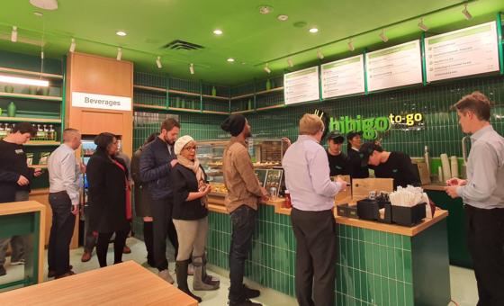 People line up at a Bibigo pop up restaurant in Manhattan last year. [CJ CHEILJEDANG]
