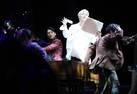 """The play""""Amadeus"""" is currently being staged at the Kwanglim Arts Center in southern Seoul. [CLIP SERVICE]"""