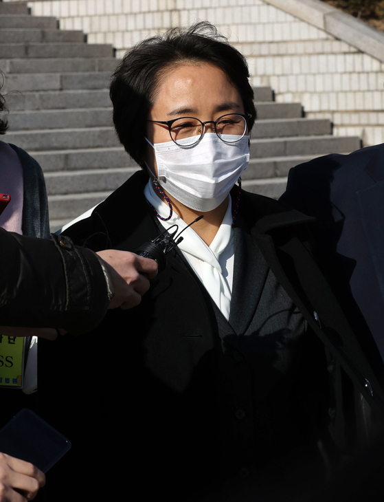 Shin Mi-sook, former presidential secretary for balanced personnel affairs, leaves the Seoul Central District Court after the sentencing hearing of her trial. She was convicted of abuse of power and received a suspended jail term.  [YONHAP]