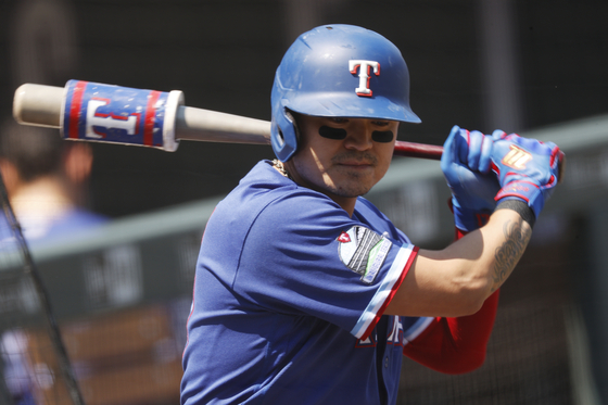Choo Shin-soo of the Texas Rangers waits to face Colorado Rockies starting pitcher Jon Gray in the first inning of a game on Aug. 16, 2020, in Denver, Colorado. [AP/YONHAP]