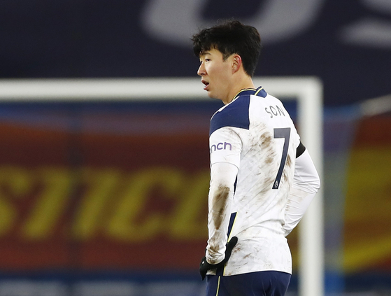 Tottenham Hotspur's Son Heung-min looks dejected at the end of the team's 5-4 loss to Everton at Goodison Park in Liverpool on Wednesday night. [REUTERS/YONHAP]