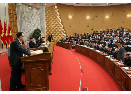 Jo Yong-won, secretary of the Party Central Committee, left, speaking whilst Kim Tu-il, former head of the economic department of the committee, stands in listening during the party's plenary session on Feb. 10. The photo is from Rodong Sinmun, a state media of North Korea. [NEWS1]