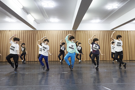 Boys auditioning for Billy and Michael, Billy's best friend, show off their dance moves during the final audition on Jan. 27. [SEENSEE COMPANY]
