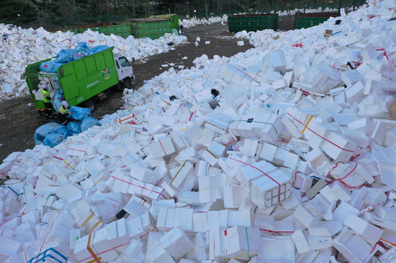 At a recycling center in Suwon, Gyeonggi, on Monday, workers sort out Styrofoam boxes which were used in gift sets for the Lunar New Year holidays and dumped after use. [YONHAP]