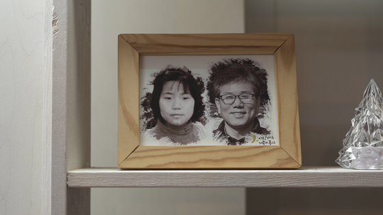 A picture of Seo Gi-won, right, and his daughter Hee-young, who went missing in 1994. [JEON TAE-GYU]