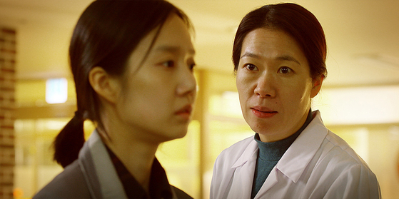 Five years after the car crash, Young-nam meets Hee-joo, the wife of the man who caused her husband's accident. [FILM NEW WAVE]