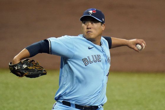 Ryu Hyun-Jin of the Toronto Blue Jays pitches to the Tampa Bay Rays during the first inning of Game 2 of the MLB Wild Card series on Sept. 30, 2020. [AP/YONHAP]