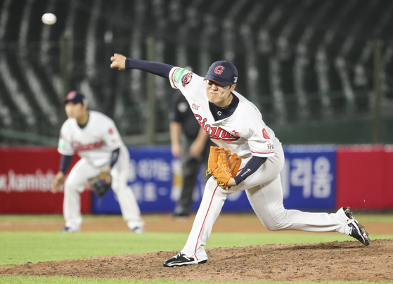 Lotte Giants' reliever Park Jin-hyung pitches at the top of the 10th inning against the Samsung Lions at Sajik Baseball Stadium on June 26, 2020. [YONHAP]