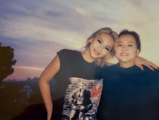 CL, left, and her mother Hong Yoo-ra, who passed away Jan. 23. [CL'S INSTAGRAM]