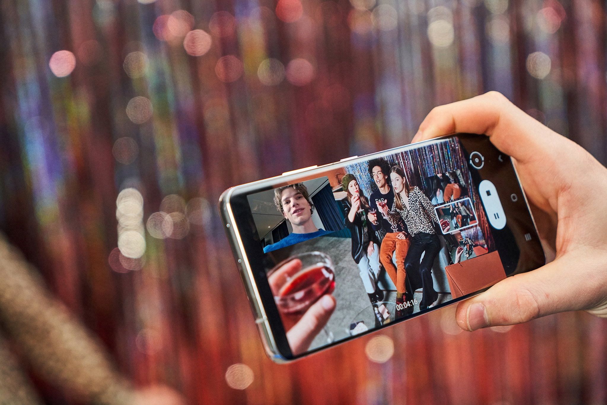 The Galaxy S21 Ultra pushes the boundaries of what a smartphone can do, with its most advanced pro-grade camera system and the brightest, most intelligent display. [SAMSUNG ELECTRONICS]