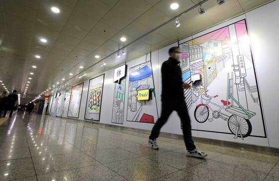 A man walks through an underpass in Euljiro, central Seoul, on Wednesday. According to the Seoul Metropolitan Government, it will open an underground pedestrian walkway connecting the existing underpass between Euljiro 3-ga Station and Euljiro 4-ga Station with the Daelim Arcades today. [NEWS1]