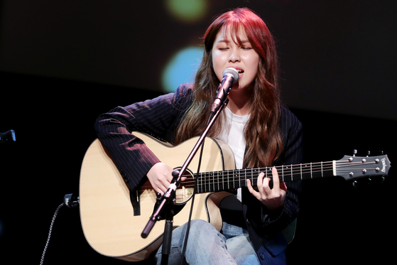 """Kwon's first official preformance as a singer was on the KBS show """"You Heeyeol's Sketchbook"""" in 2016, performing her debut song """"The End"""" (2016). [JOONGANG ILBO]"""