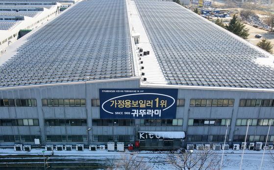 Kiturami Boiler factory in Asan, South Chungcheong, is amongst factories in Korea that added clusters of Covid-19 infections as of late. Many foreign workers at these factories have also been infected. [NEWS1]