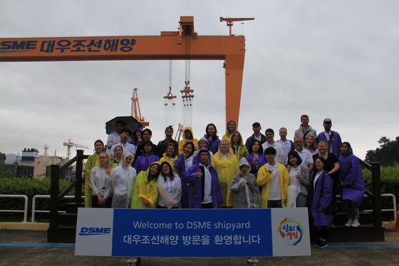 Participants of the Korea Arctic Academy visit the shipyard of Daewoo Shipbuilding & Marine Engineering in 2019. [KOREA MARITIME INSTITUTE]